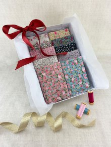 Gift Hamper - Sale Floral 1/2 metres, Threads & Display Box