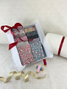 Gift Hamper - Sale Floral 1/2 metres, Threads, Wadding & Display Box