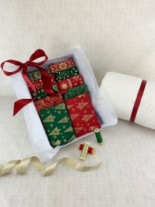 Gift Hamper - Christmas Fat 1/4s, Threads, Wadding & Display Box