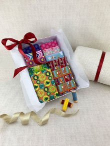Gift Hamper - Sale Novelty Fat 1/4s, Threads, Wadding & Display Box