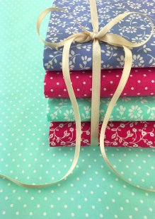 Craft Cotton Co - 5 x Fat 1/4 Pack Floral Daisy Aqua